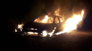 Se quema carro mientras ciruclaba sobre la carretera Escuinapa-Teacapán