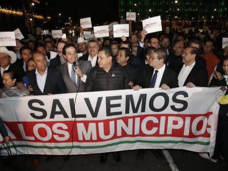 Alcaldes del PAN acuden a manifestarse a Palacio Nacional, buscaban hablar con el Presidente