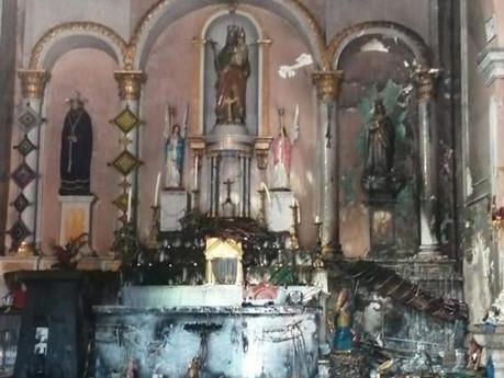 Fuego consume atrio de templo, bomberos quedaron exhaustos despues se controlar las llamas