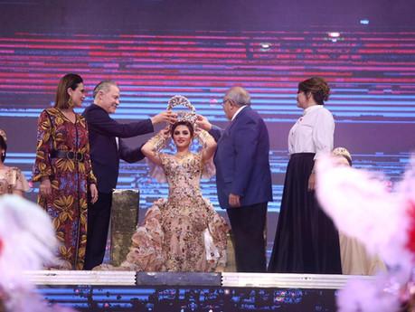 Quirino Ordaz corona a Libia II, Reina del Carnaval de Mazatlán 2020