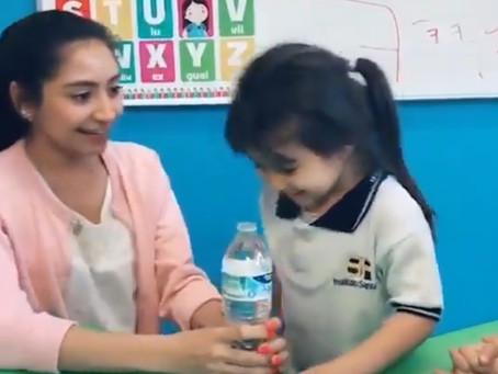 ¡Abuso! Maestra de preescolar le realiza broma a niña y lo publica en redes sociales