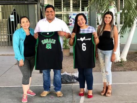 Alumnos del equipo de baloncesto del Cobaes 41 reciben apoyo de uniformes