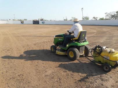 Inician trabajos de empastado del estadio municipal de beisbol