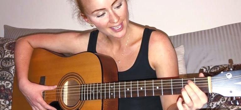 TONJE / singer - songwriter