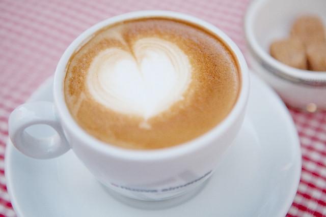 デカフェ、カフェインレスの飲料は快眠の味方です。