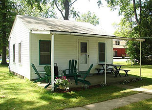 4 furnished 2 bedroom cottages that sleep 4-5. Kitchen, microwave, linens provided, AC & firepit, Cable TV. Located across from Geneva Township Park. Paypal accepted.