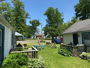 1, 2 and 3 bedroom cottages across the street from Geneva Township Park. Year Round, No smoking, Beach access, WIFI, Grills, Linens, Kitchen