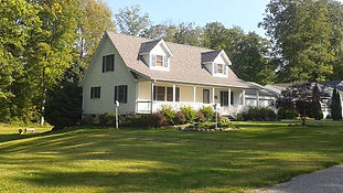 Vacation home in quiet neighborhood on Golf Course. 3 br, 2 ba, beds for 12 + futon + pack'n'play; great for families. Private in ground pool with large deck, fire pit, gas grill, front portch with swing. A/C, WiFi, cable TV, Ping Pong. 1 mile from GOTL strip, 1/2 mile from Lake Erie.