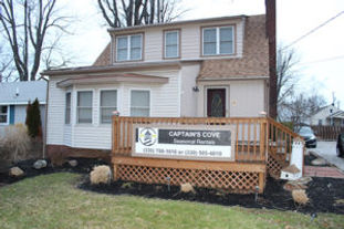 Two cottages: sleeps 7 and 9, one house: sleeps 16 plus, cable, on the strip, park and walk