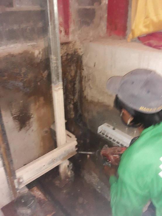 ซ่อมน้ำรั่วด้วย pufoam (3).jpg