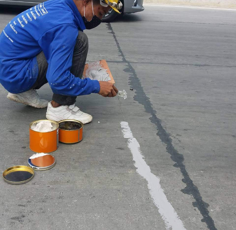 ซ่อมรอยร้าวถนน (4).jpg