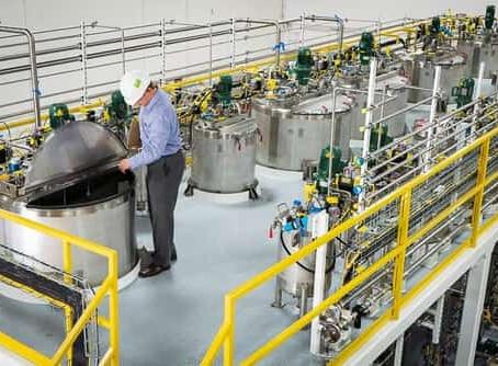 โรงงานผลิตสารเคมีกับการเลือกใช้พื้นอีพ็อกซี่ (Chemical plant with epoxy flooring)