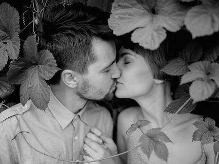 """""""Nous nous embrassâmes"""". Ou du bon usage du bisou et du passé simple."""