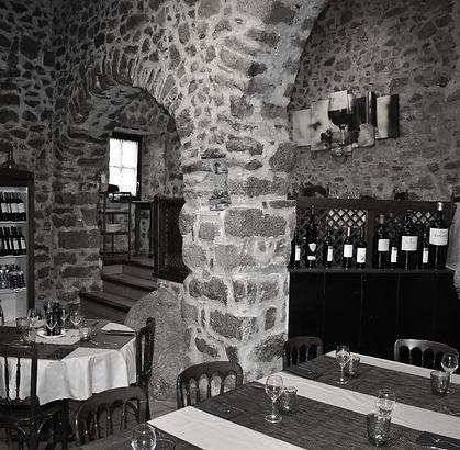 salón interior en blanco y negro