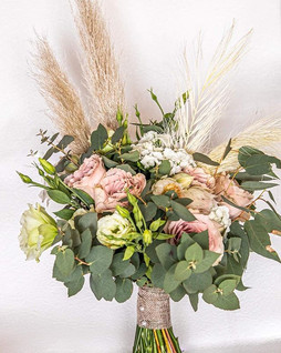 Bridalbouquet in blush pink and soft tex