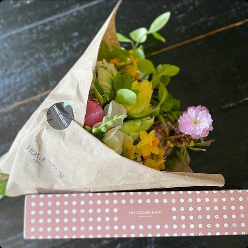Flowers & Macarons
