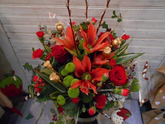 Red and gold arrangement