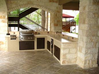 outdoor-kitchen-1537768_1920_edited.jpg