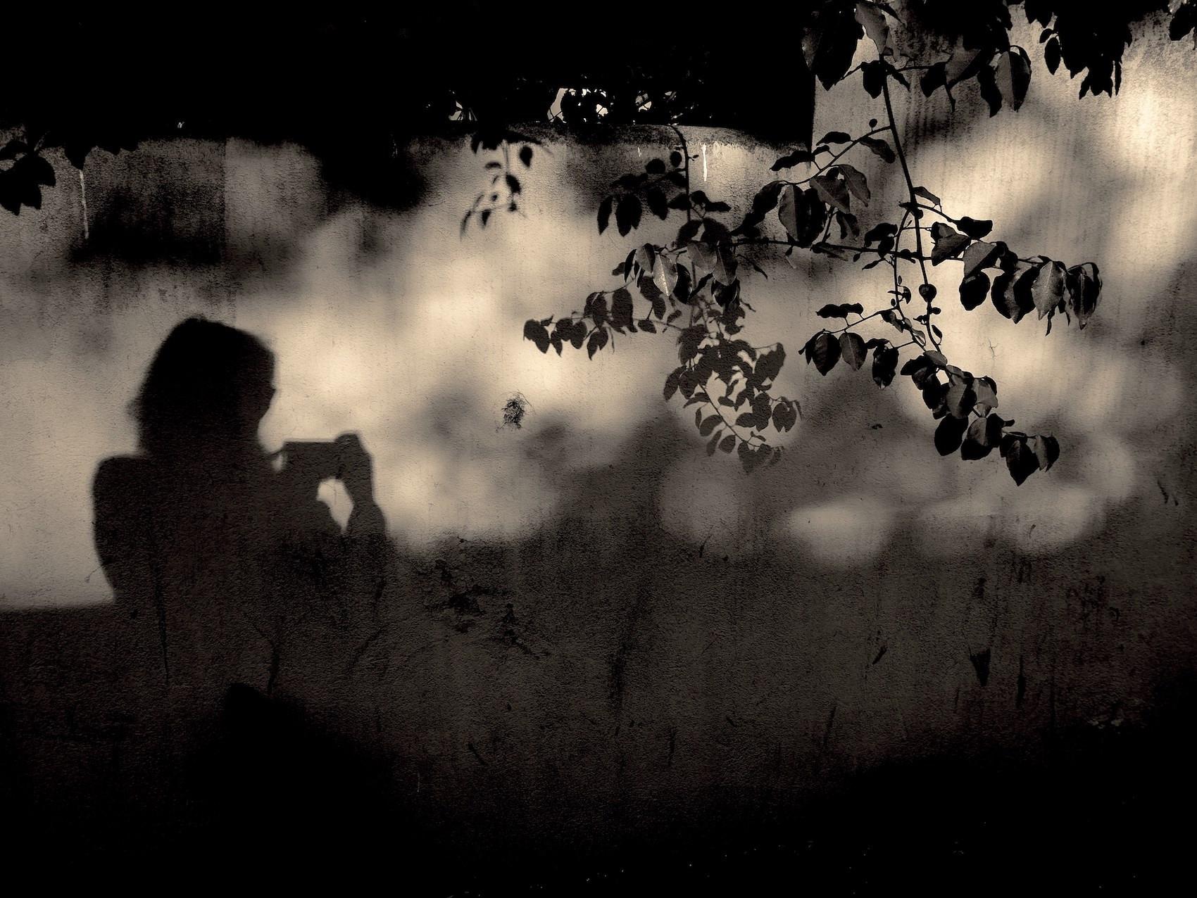 mes ombres… timides . mes lucioles… volantes . un lendemain de sable …