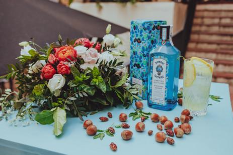 Decoración floral corporativa con los ingredientes de la marca