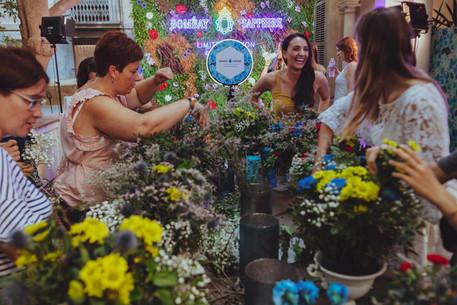 Evento corporativo con divertido taller de copas con flores naturales y photocall corporativo