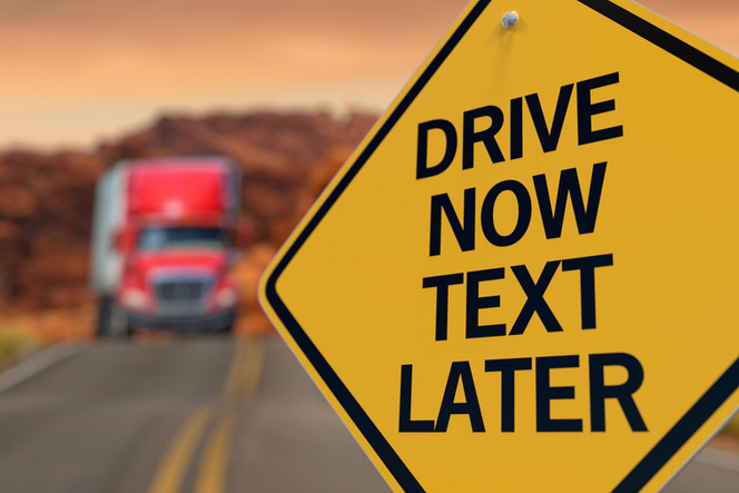 20 Tips from an OH Car Accident Lawyer to Minimize Distraction Driving