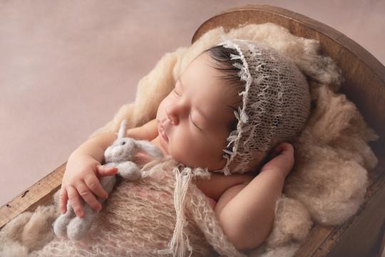 newborn studio photographer, fine art newborn photographer, newborn photographers near me, newborn photographer near me