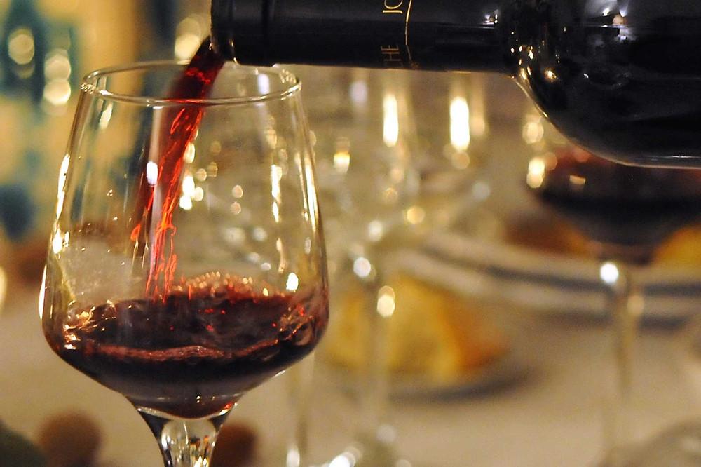 Concedete un po' di fiducia ai bevitori d'oltreoceano e trattatelo come un vino da meditazione