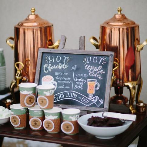 winter-wedding-drinks-station-hot-chocol