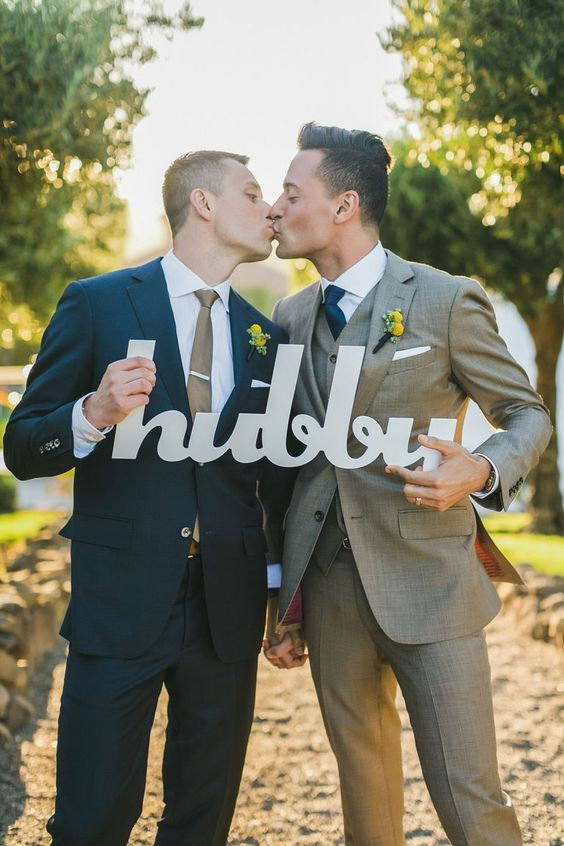 Gay wedding 5556a.jpg