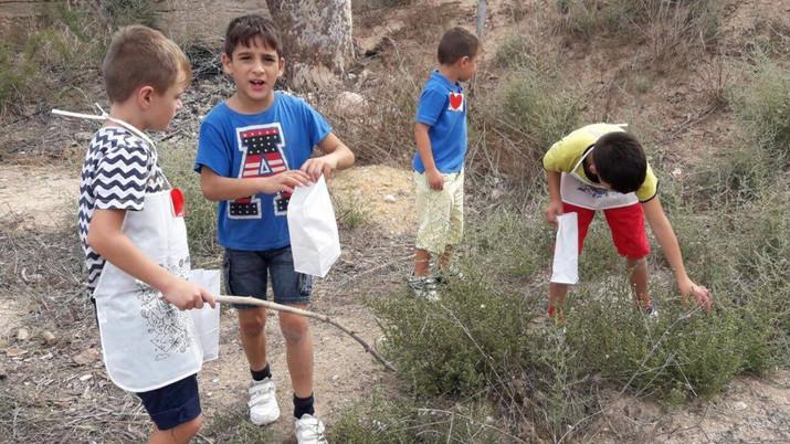 Los más pequeños hemos ido a coger caracoles