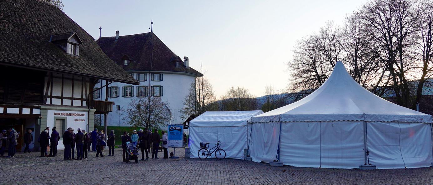 Schlossgutplatz mit Pausenzelt Aaretaler Kurzfilmtage Münsingen