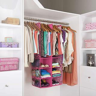 Varios tipos de closets con diferentes materiales y estilos.