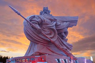 China inaugura la estatua de Guan Yu: Dios de la Guerra de 1320 toneladas.