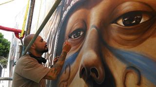 Otoniel Sala,  Pinta los muros de Tulum