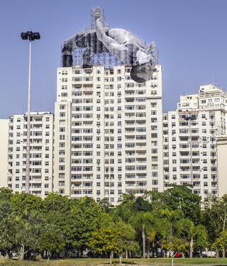 JR Instala atletas gigantes que interactúan con la ciudad de Río