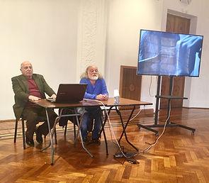 Григорий Потоцкий читает лекцию в музее прикладного искусства