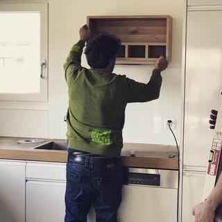 Gewürzregal in einer Küche