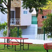jardines y bancas lomas residencial.jpg