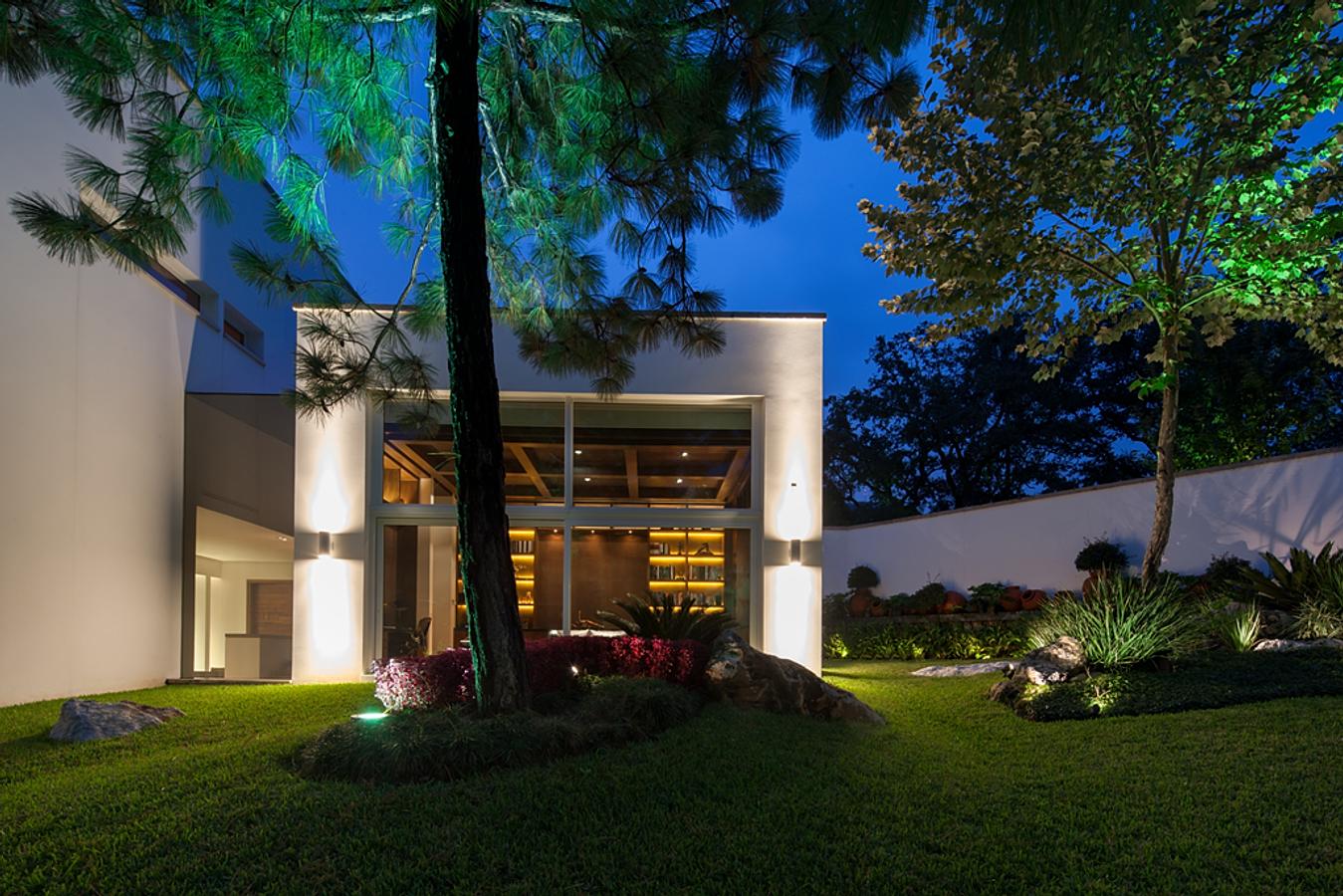 Portico arquitectura y construcci n for Piccola casa con avvolgente portico