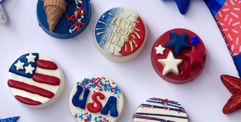 FOURTH OF JULY THEMED CHOCOLATE OREOS