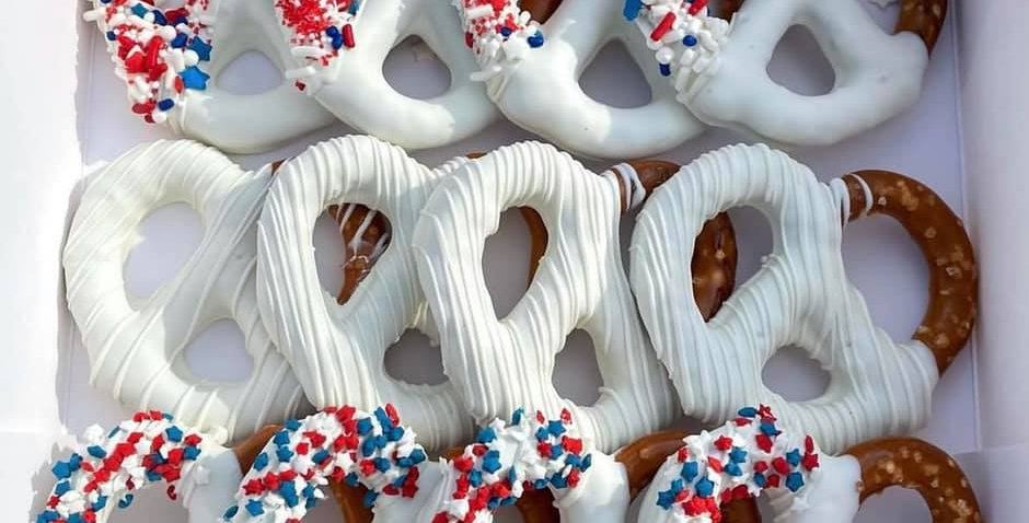 FOURTH OF JULY THEMED CHOCOLATE COVERED PRETZELS