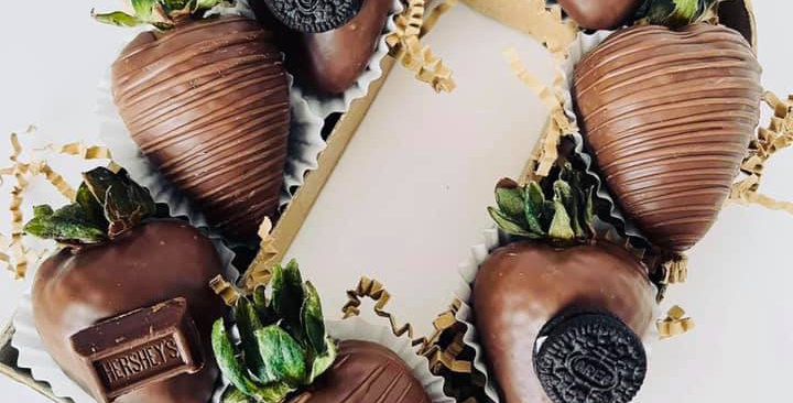 D LETTER BOX - CHOCOLATE STRAWBERRIES
