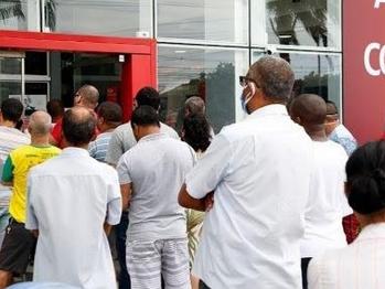 Santander demite e prejudica bancários e clientes