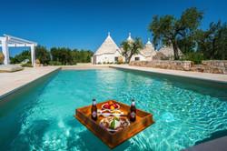 trulli snack in piscina