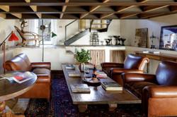 Suite Giardino livingroom stairs