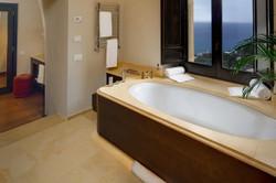 rosa-suite-bathroom