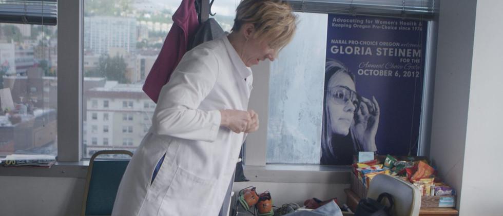 Amanda-getting-ready-1300x650.jpg