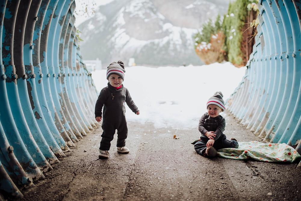 Salmon Arm Photographer Mini Sessions in Canoe beach tunnel twins