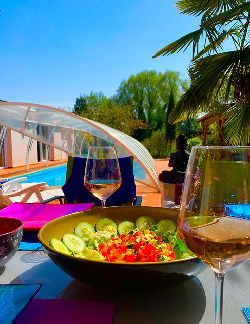 lilly bulles repas avec vue sur la pisci